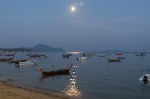 Loi Khratong Rawai Moonlight